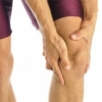 Ruptured anterior cruciate ligament (ACL) - conservative therapy or surgery